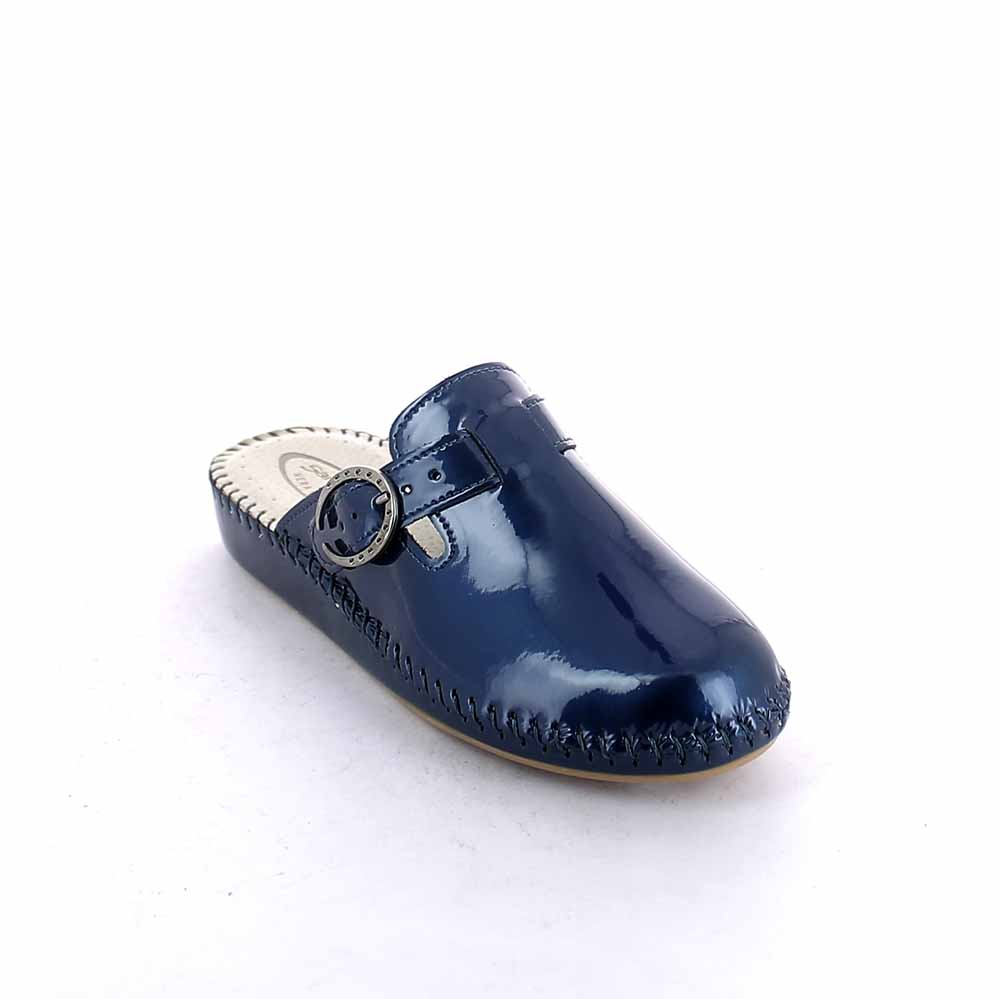Hand sewn closed toe slipper for women with calf leather upper
