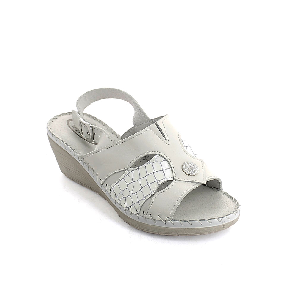 Hand sewn summer sandal for woman